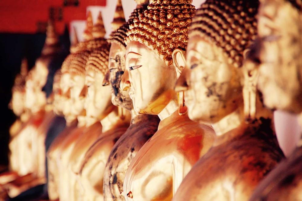Bouddha en or dans un temple de Bangkok