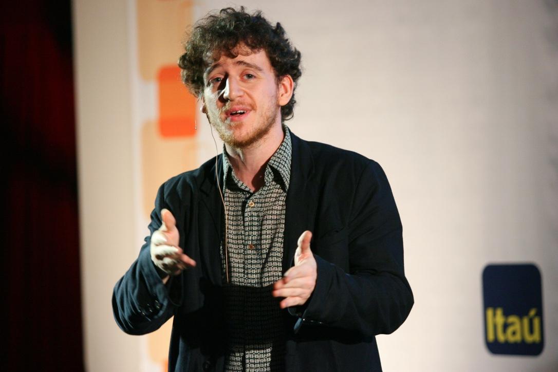 Vinicius Calderoni em evento do Itaú
