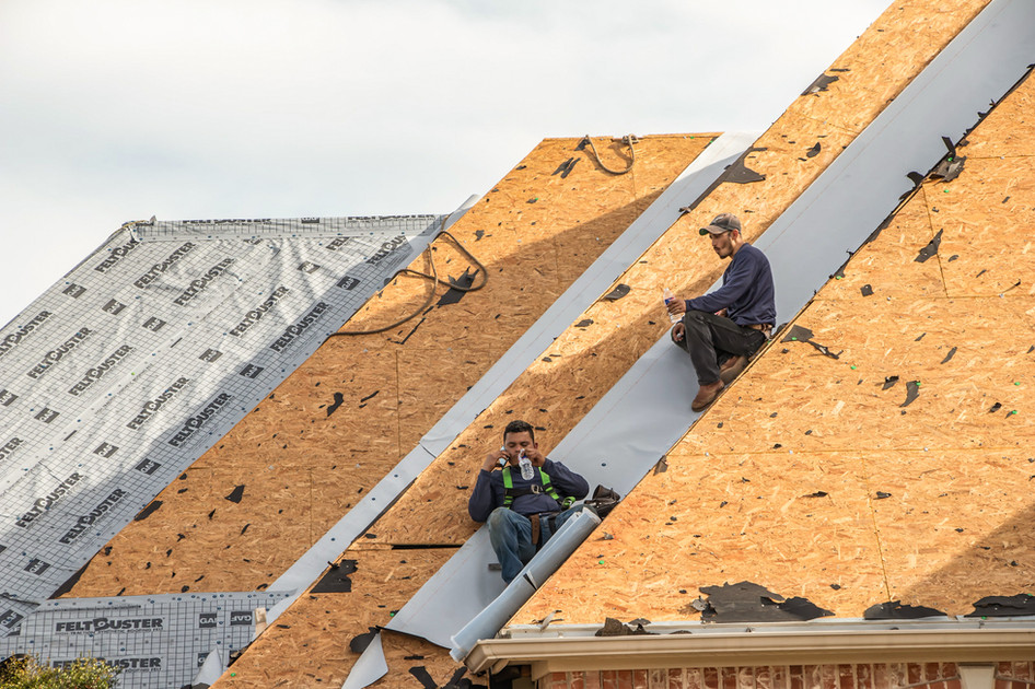 Emergency Roofing - Roof installation.jp