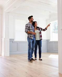 Couple-House-Hunting--e1464032938261.jpg