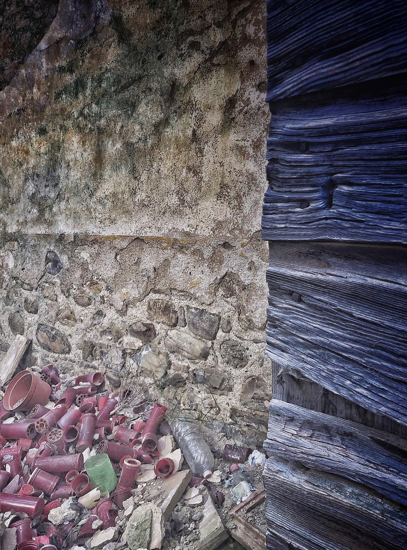 #atlasobscura#decay#abandoned#urbex#urbex_supreme#jj_urbex #luoghiabbandonati#abandonedplaces#welcometoneverland#urbanexploration#architecturalphotography#architecture_hunter#abandonedhearth#urbexitalia#urbexitaly#sombrexplore#architecture#artofvisual#forgotten#abandonedworld