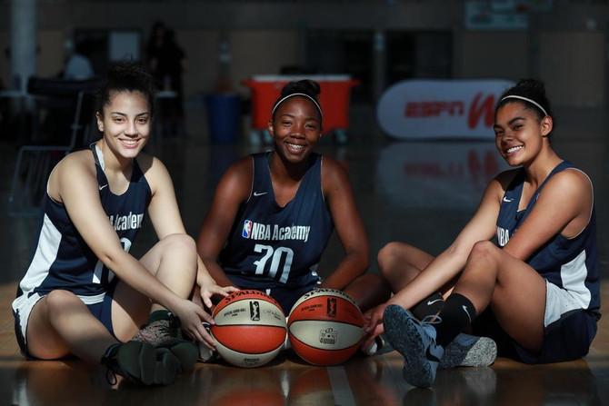 Daniela González, Naylee Cortés y Camila Valencia vivieron la experiencia NBA Academy Latin America