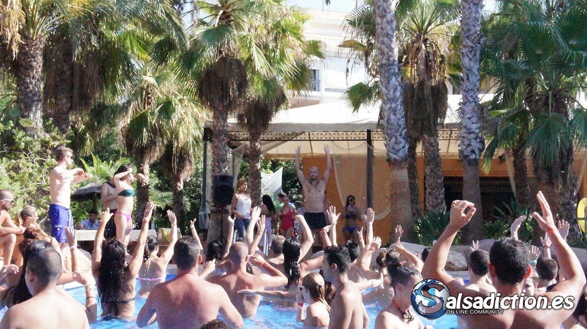 Fiesta en la piscina HOTEL HUSA