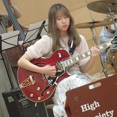 賣間 弘美(うるま ひろみ)Guitar.
