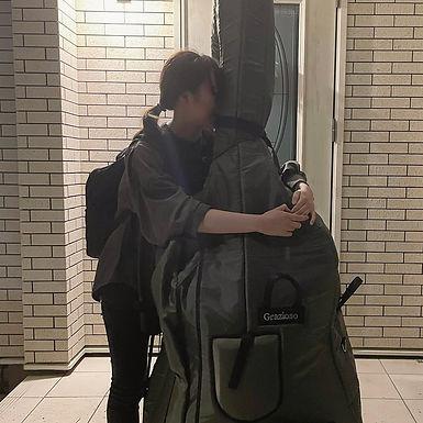 冨岡 楓(とみおか かえで)Bass.