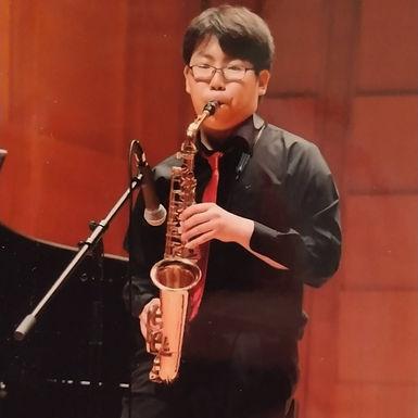 上野 寛生(うえの ひろき)Alto Sax.