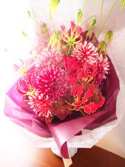 ダリアたっぷり大きな花束