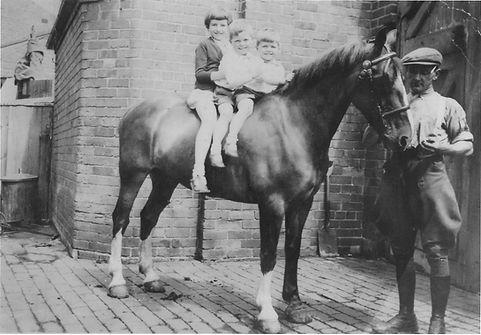 War time family Lashfords Photo