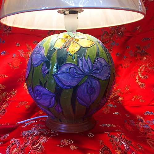 Iris and butterfly table lamp