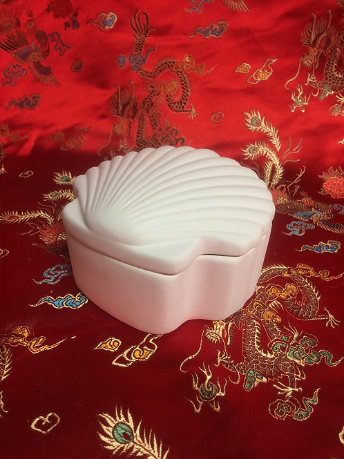 'Paint Your Own' Kit 88 - shell trinket box