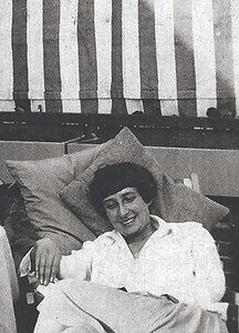 Margarete Schütte-Lihotzky_edited.jpg