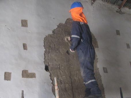 Con capacitaciones en adobe continúa Escuela Taller dirigido al equipo de obra