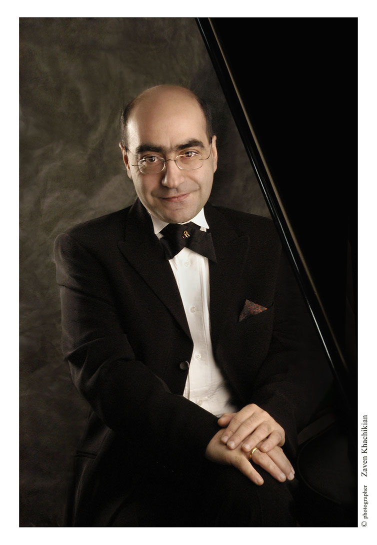 Armen Babakhanian (Piano)