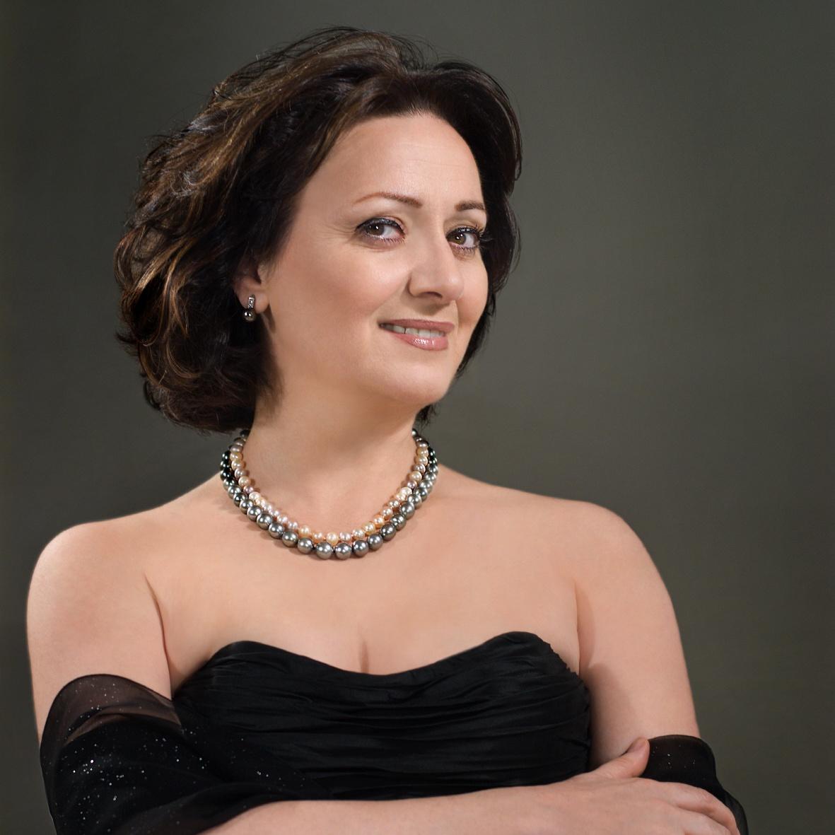 Hasmik Papian (Soprano)