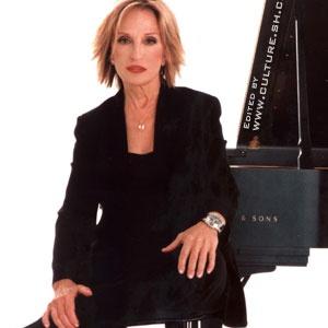 Dora Serviarian Kuhn (Piano)