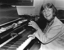 Luise Vosgerchian (Piano)