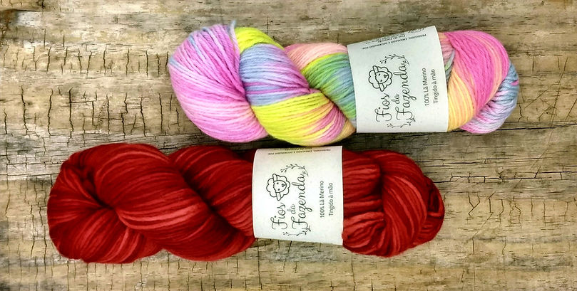 Hand-dyed wool yarns Fios da Fazenda