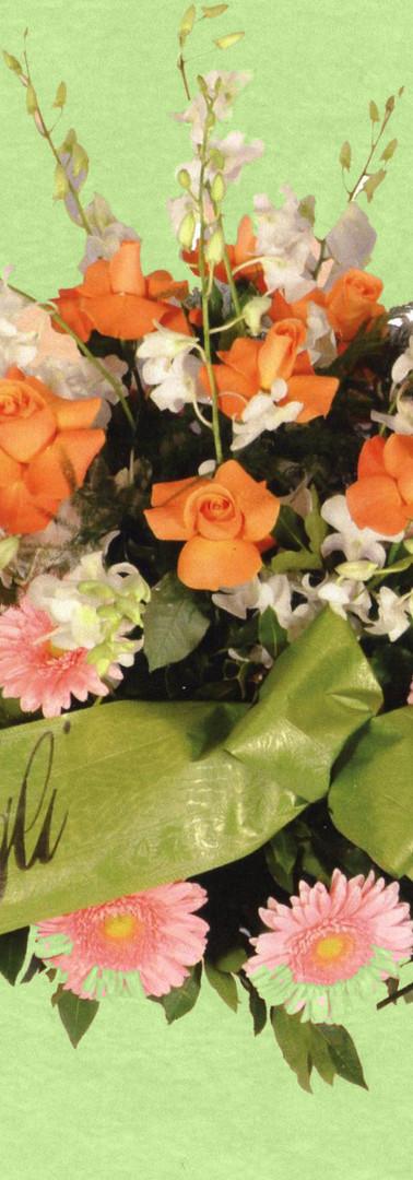 cuscino di gerbere con ciuffo di rose