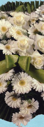 cuore di gerbere e rose bianche