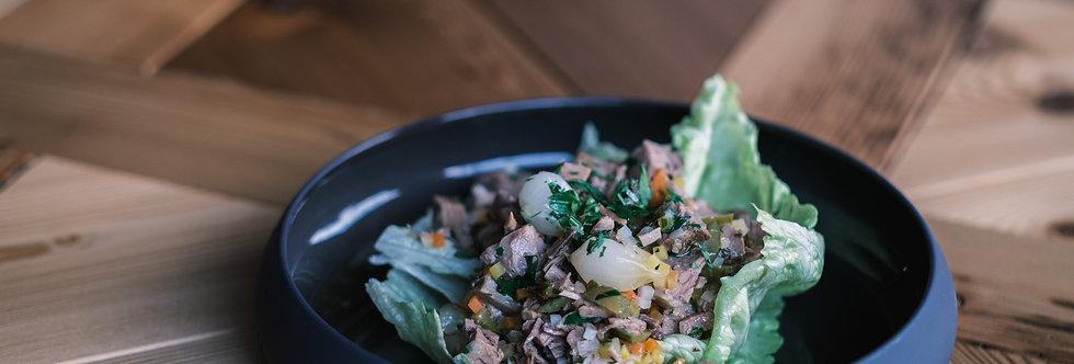 Siedfleisch Salat mit Gemüse-Vinaigrette, Cornichons & Silberzwiebeln