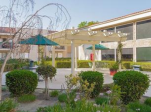 brookdale-anaheim-6-patio.jpg
