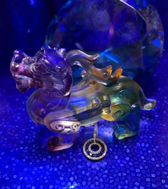 Saphire and diamond pendant