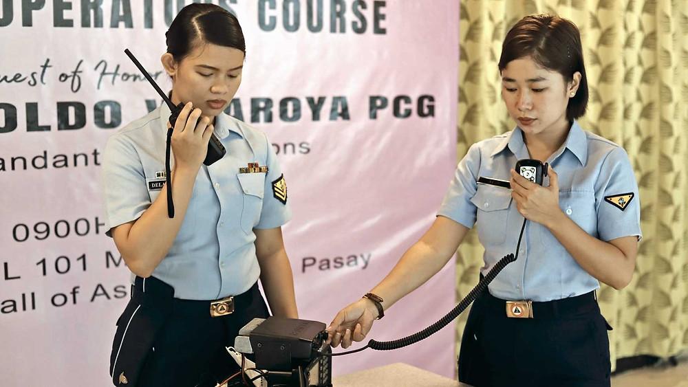 """Les voix de la paix, """"Filipina radio operators"""" en stage"""