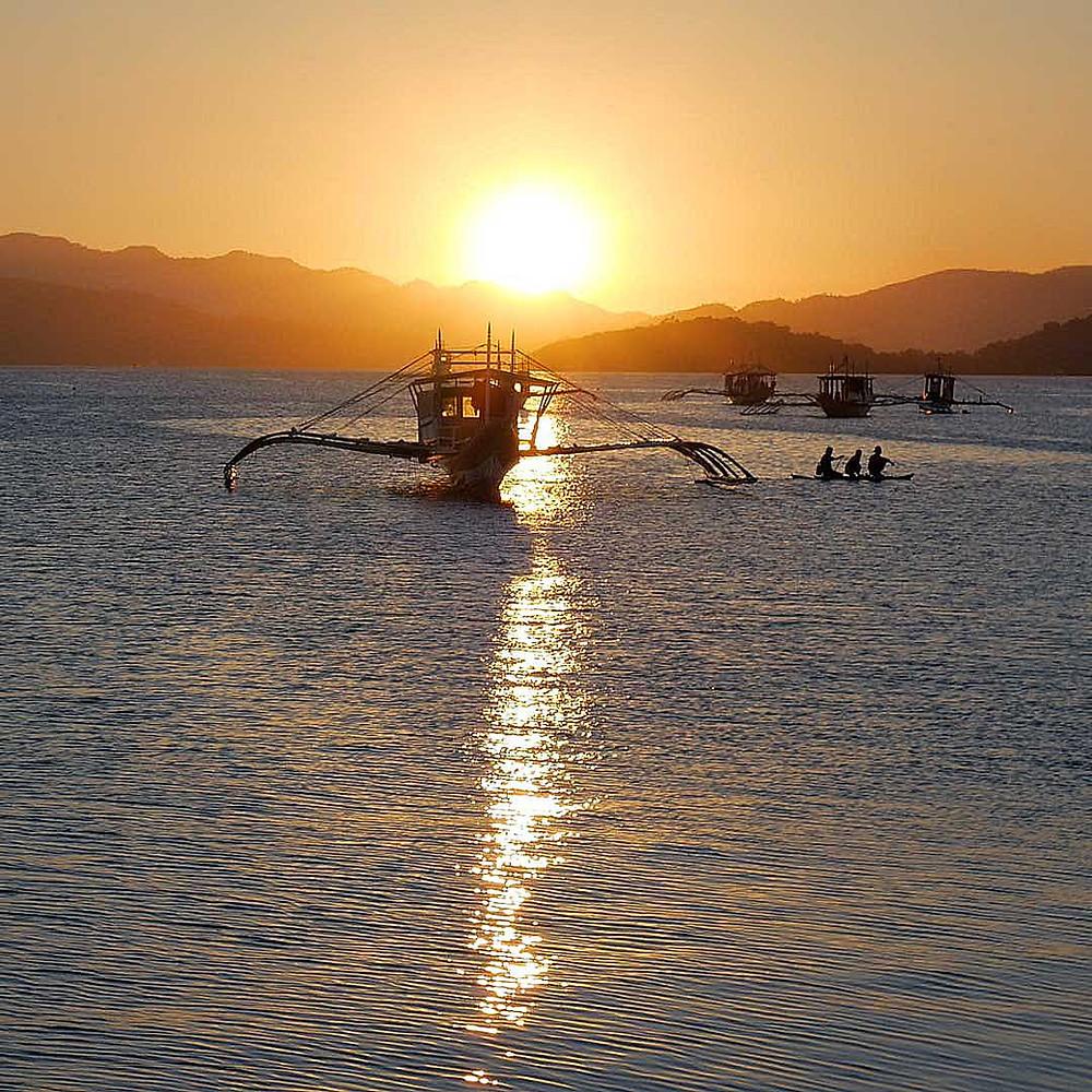 Un magnifique coucher de soleil à Coron aux Philippines - Himulak Lodge