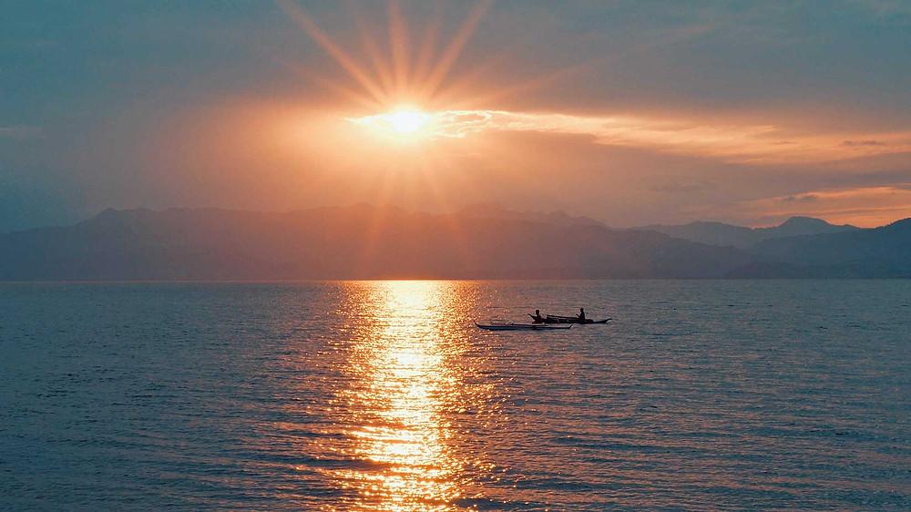 Coucher de soleil sur Moalboal avec en face l'île de Negros
