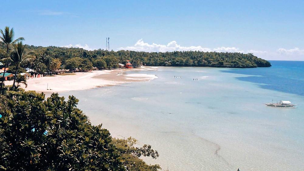 Vue de Santiago Bay depuis le Santiago Bay Garden Hotel à Camotes. Mars 2021