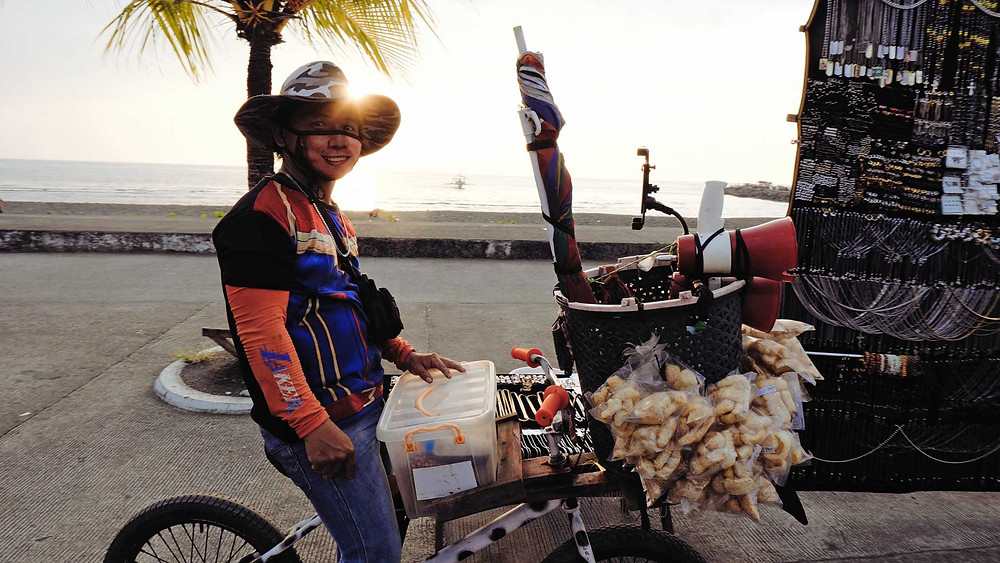 Vendeur ambulant, chicharon le snack philippins, Dipolog sunset boulevad