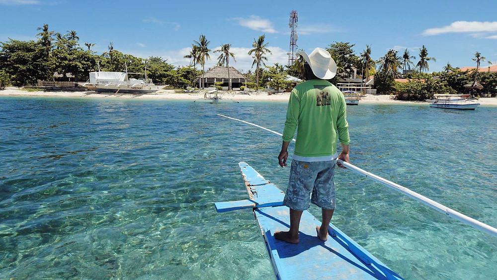 Au large de la côte nord de Cebu, Malapascua une petite île paradisiaque côté plage et couleur locale côté village