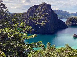 Bien que la petite ville de Coron soit gagné par l'essor touristique, cette île réserve naturelle n'a pas perdu de sa superbe.