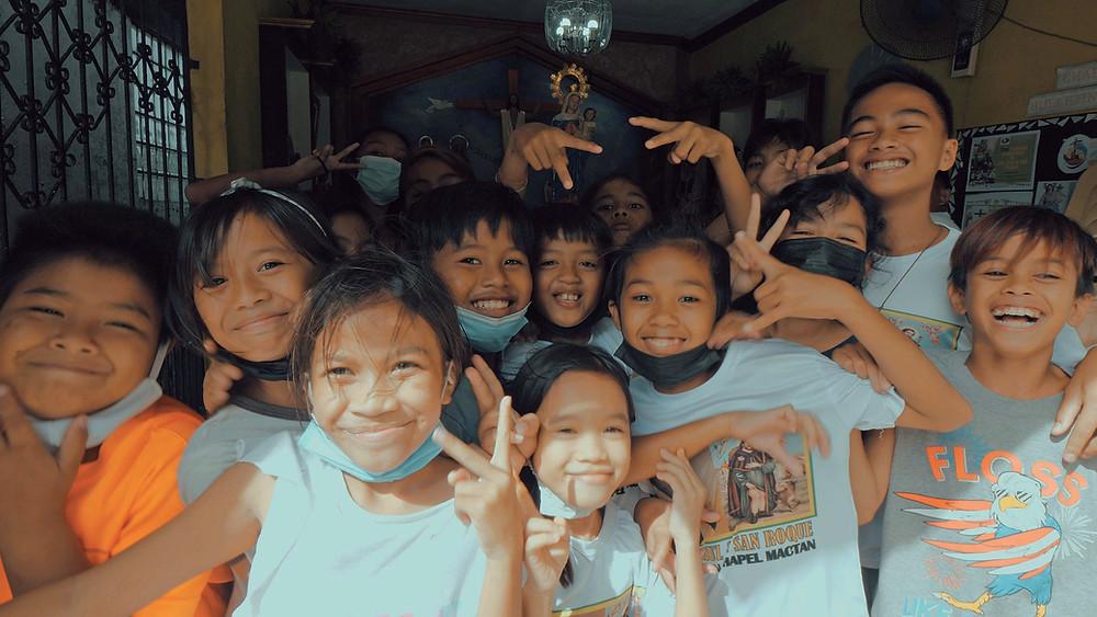 Chapelle Bantayan, Barangay Mactan à Cebu, une population jeune ultra souriante