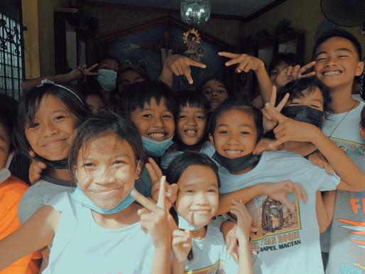 Sourires XL, clochers, insouciance • le tiercé gagnant en attendant (longtemps?) le vaccin