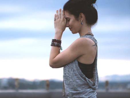 Posturas de yoga para definir los músculos y relajarte a la vez