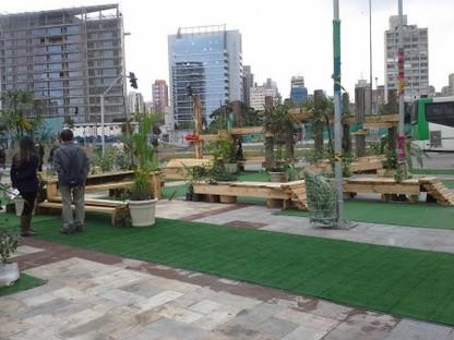 Largo da Batata ganha jardim com parque em apenas 24 horas.