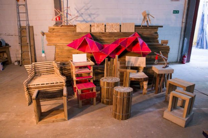 Coletivo utiliza restos de construção na criação de peças para o Design Weekend