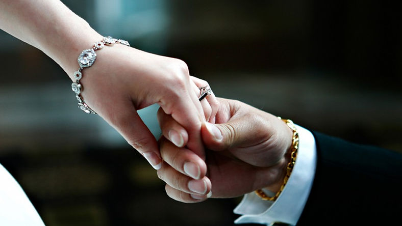 Wedding-hands-075343-915x515.jpg