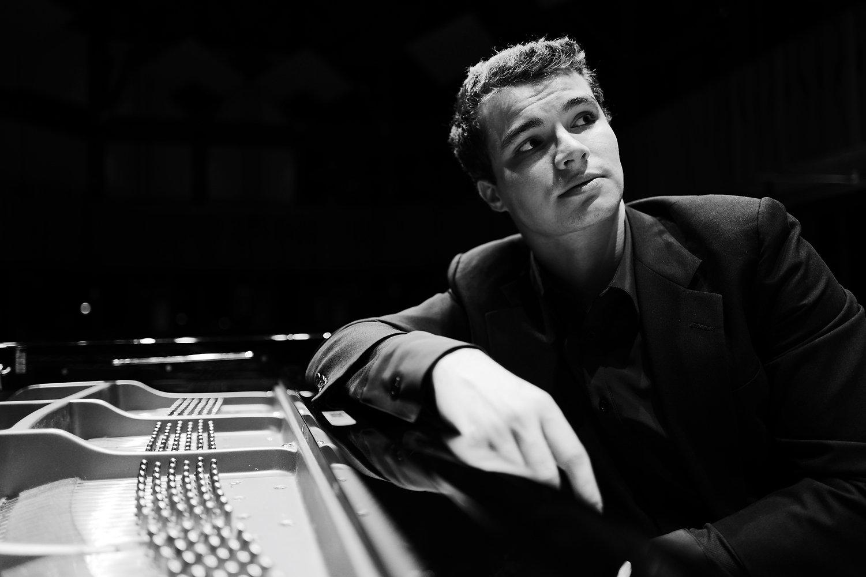 Jonathan Cruz Pianist