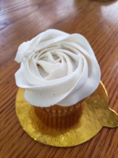 Yellow Cupcake 6 packw/ pastel buttercream