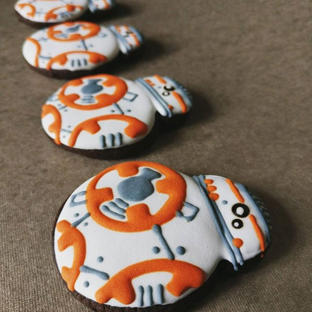 The line up of BB8 cookies.jpg