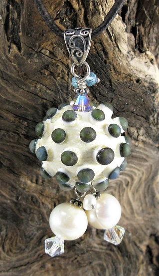 Round Urchin w/ 2 pearls