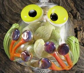 Hollow Frog w/ shells inside