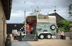 Katrina & Mathew - Horse Box Photobooth at Huntsmill Farm