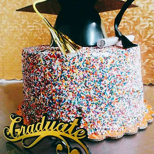 gradiation cake with hat.jpg