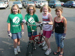 RiverSweep 07, Girl Scouts with bike