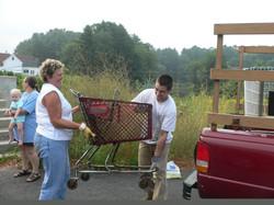 RiverSweep 07, Jason and Bev loading up those carts