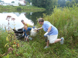 RiverSweep in Springfield 2014_Schultz canoe_Johnson