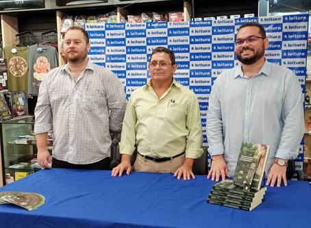 Professor da FSDB lança livro juntamente a docentes do IFAM